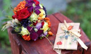 Кто предлагает доставку цветов по Омску и области на самых выгодных условиях?